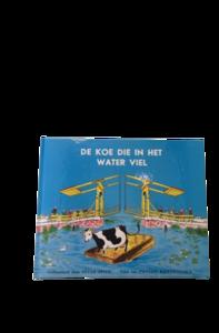 Boek Koe die in het water viel
